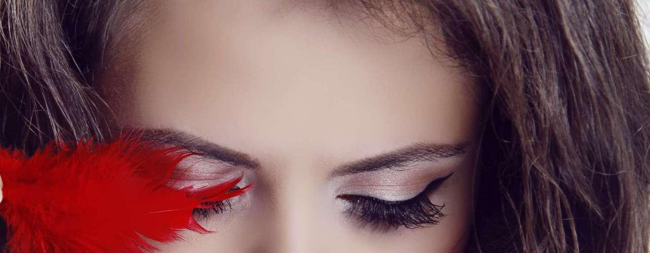 Cabelo e maquiagem: o parceiro não vai se importar se o seu cabelo está para cima ou para baixo, se seus olhos estão bem delineados e a sombra está combinando com a lingerie. Tenha confiança nos seus atos, aconselhou Kemer, pois a preocupação com coisas como a maquiagem pode cortar todo o clima