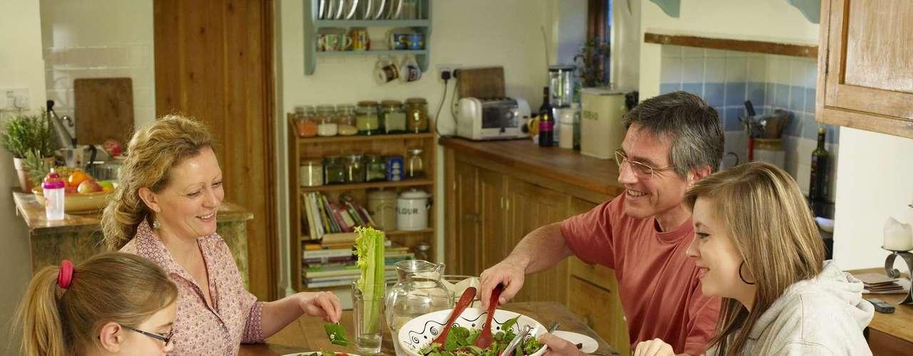 Ritual das refeições: ahora da comida é sagrada, por isso, Jacira aconselhou fazer as refeições sempre em local calmo e tranquilo. \