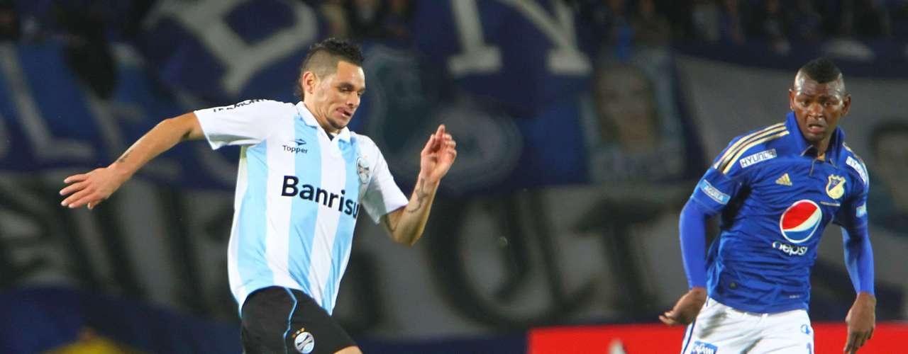 O Grêmio acertou em definitivo a contratação do lateral Pará, cujos direitos pertencem ao Santos