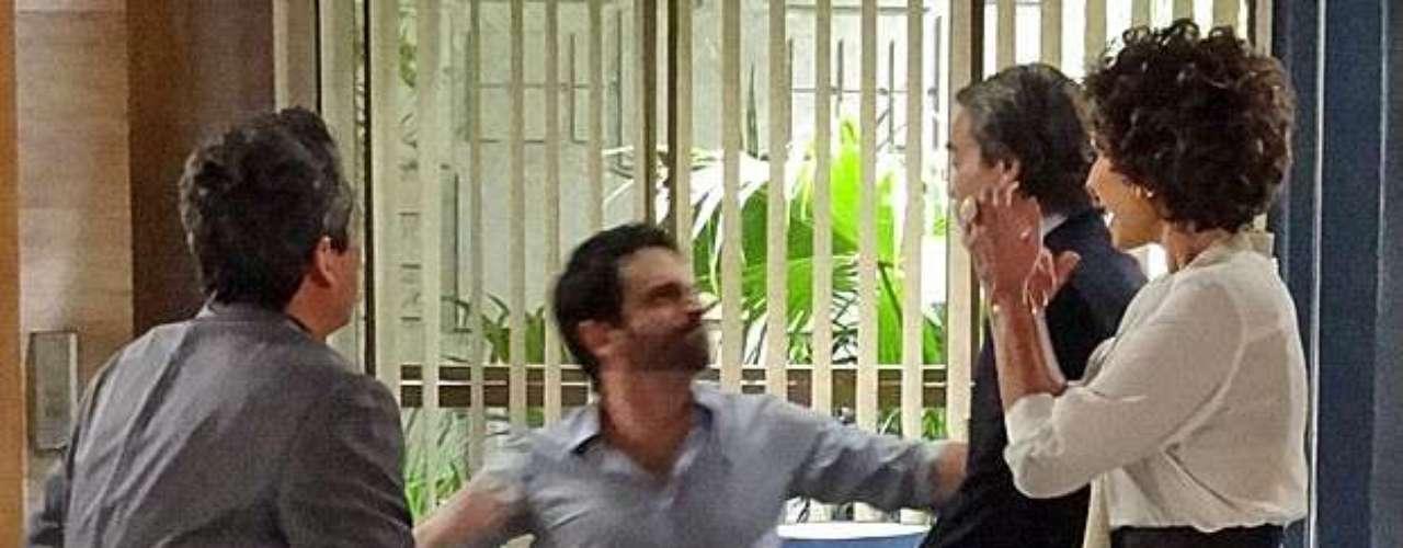 Depois de vários episódio de descontrole, Celso (Caco Ciocler) tem novo surto em Salve Jorge. Ao saber de um possível envolvimento entre Antonia (Letícia Spiller) e Carlos (Dalton Vigh), ele fica fora de si e dá um soco no empresário após um encontro no escritório de Deborah (Antonia Frering)