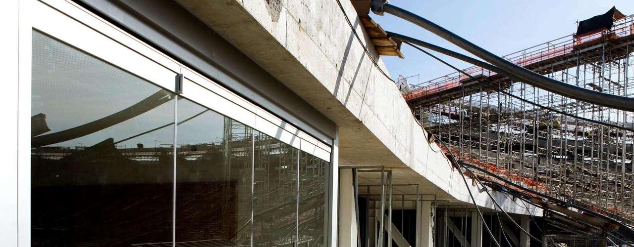 27 de dezembro de 2012:Novo Maracanã preservará algumas marcas do antigo estádio, mas há muitas críticas por uma possível perda de identidade