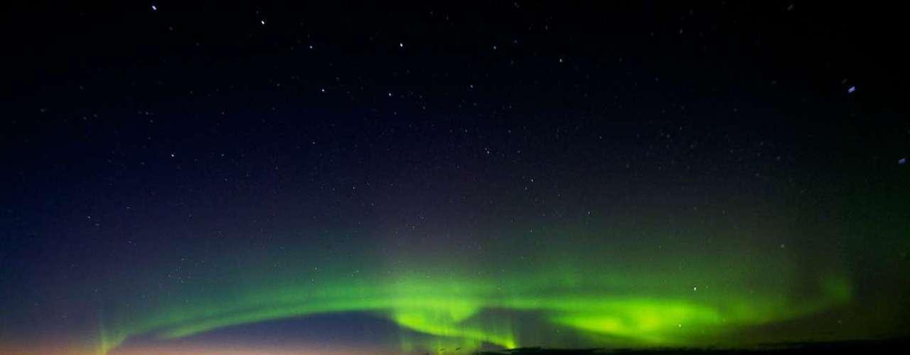 Além do fundo do mar, o biólogo tem outras boas imagens para fazer na Rússia - como a aurora boreal