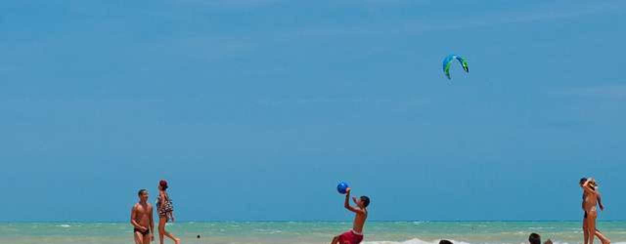 Fonte de refresco e contato com a natureza, o encontro de Rio Trancoso com o mar proporciona uma vista deslumbrante