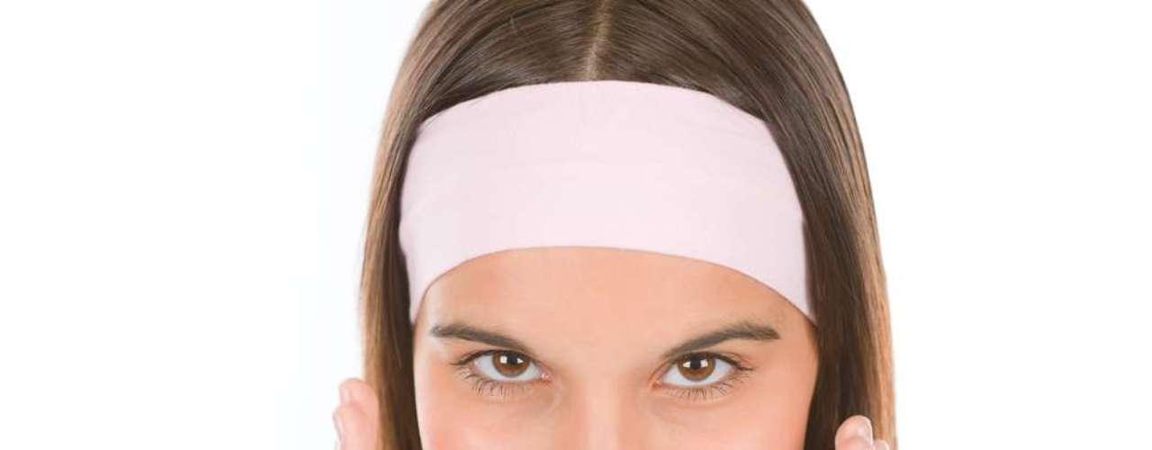 Indicado para suavizar rugas em peles oleosas, acneicas e morenas, ácido afina linhas finas e marcas de expressão, trata a acne e clareia as manchas