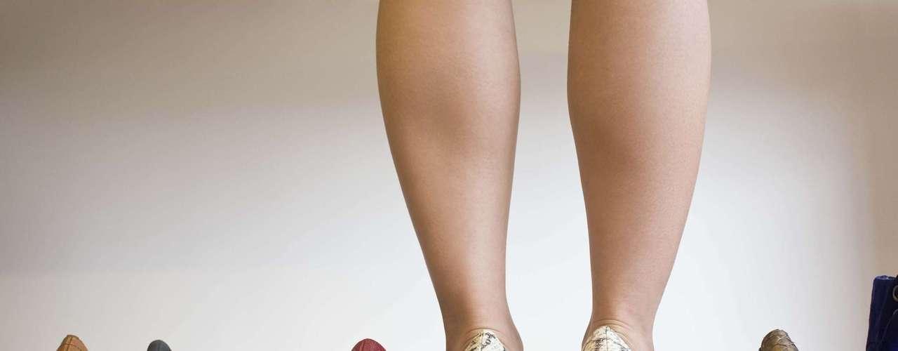 Salto alto: o salto alonga a silhueta e deixa a postura mais imponente. Mas, se a pessoa não sabe andar com salto, esses efeitos positivos vão por água abaixo. \