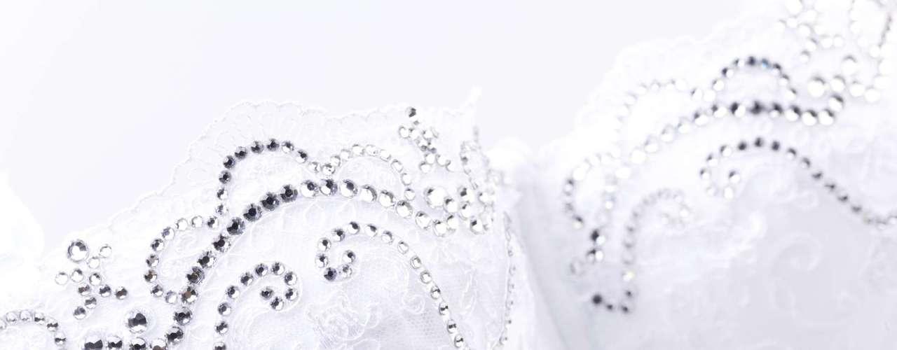 Alça de silicone: engana-se quem acha que alça transparente do sutiã pode aparecer por completo. \