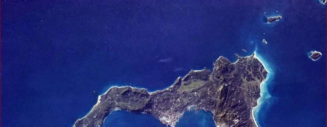 O astronauta canadense Chris Hadfield postou no Twitter em 7 de janeiro uma foto da ilha grega de Corfu. Hadfield está em uma visita de cinco meses à Estação Espacial Internacional