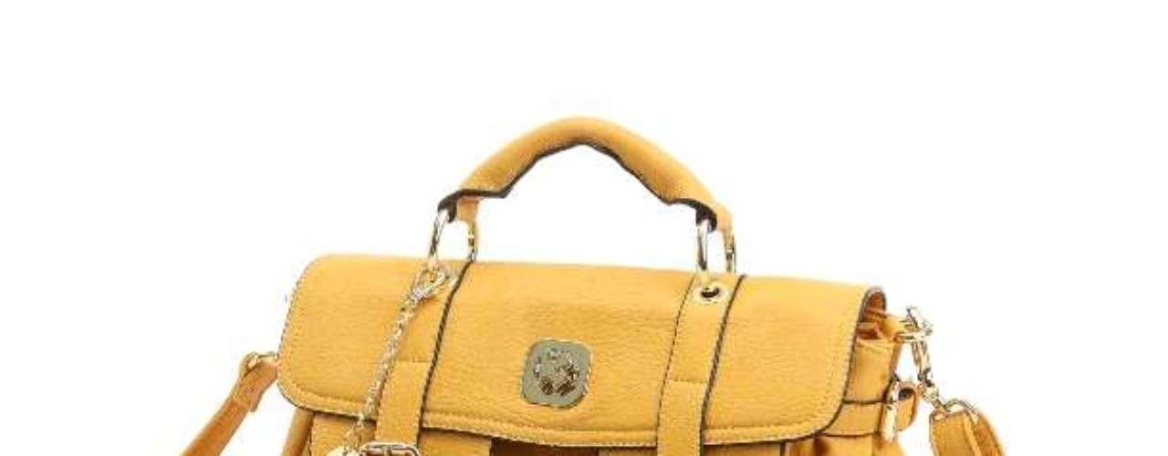 O amarelo também faz parte da cartela de cores da quarta linha que assina de bolsas em parceria com a Niege