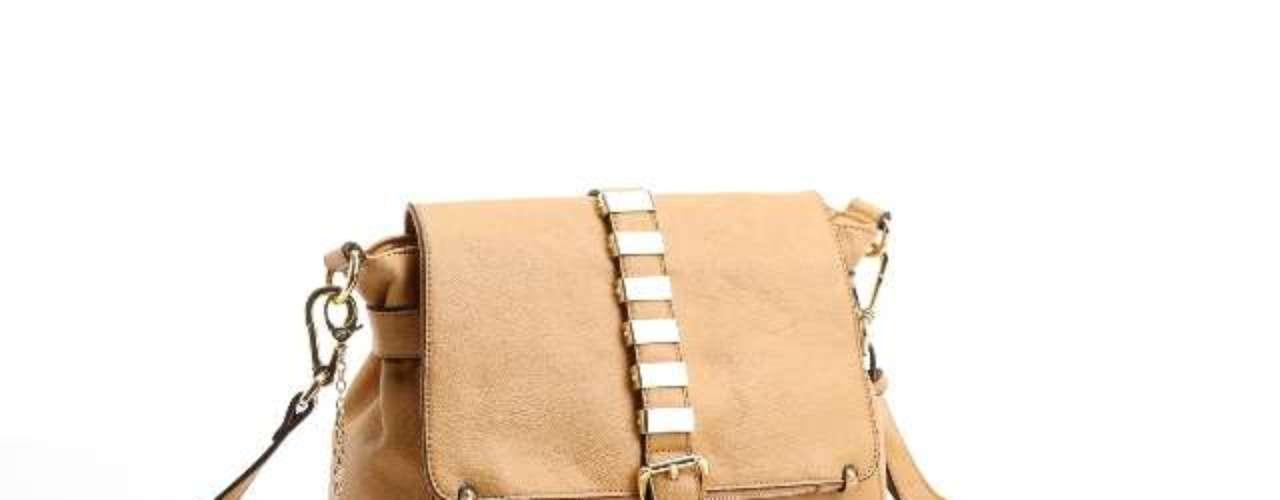 A bolsa miniatura é uma das novidades da coleção de inverno de Adriana Galisteu