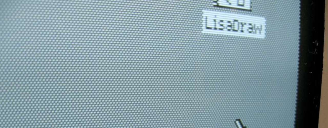 Um conceito chave foi o de bitmapping, também da Xerox. Nele, cada pixel na tela é controlado por bits na memória do computador. O projeto começou a ser apresentado a Jobs e sua equipe no final de 1979.
