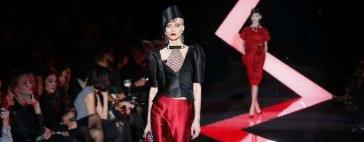 A Giorgio Armani Privé foi um dos destaques desta terça-feira (22) na semana de alta-costura de Paris
