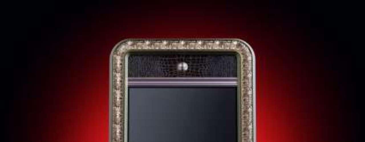 Um iPhone decorado com diamantes
