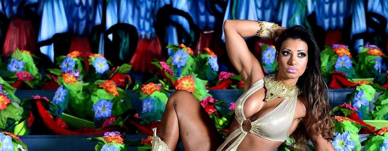 Cinthia afirma que nunca teve um amor de Carnaval e que suas melhores lembranças estão ligadas à sua Escola do coração