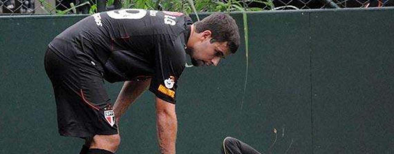 Fratura no tornozelo (2009) Em abril de 2009, uma rara lesão o tirou do Campeonato Paulista e da Copa Libertadores daquele ano. Rogério fraturou o tornozelo sozinho, ao tentar impedir uma jogada do atacante André Lima em uma brincadeira no campo de society