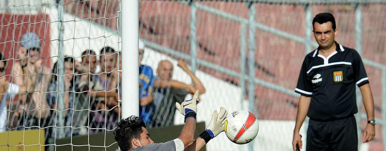 Com grande atuação do goleiro Paulo Henrique, Goiás vence Bahia nos pênaltis e avança à final da Copa São Paulo 2013