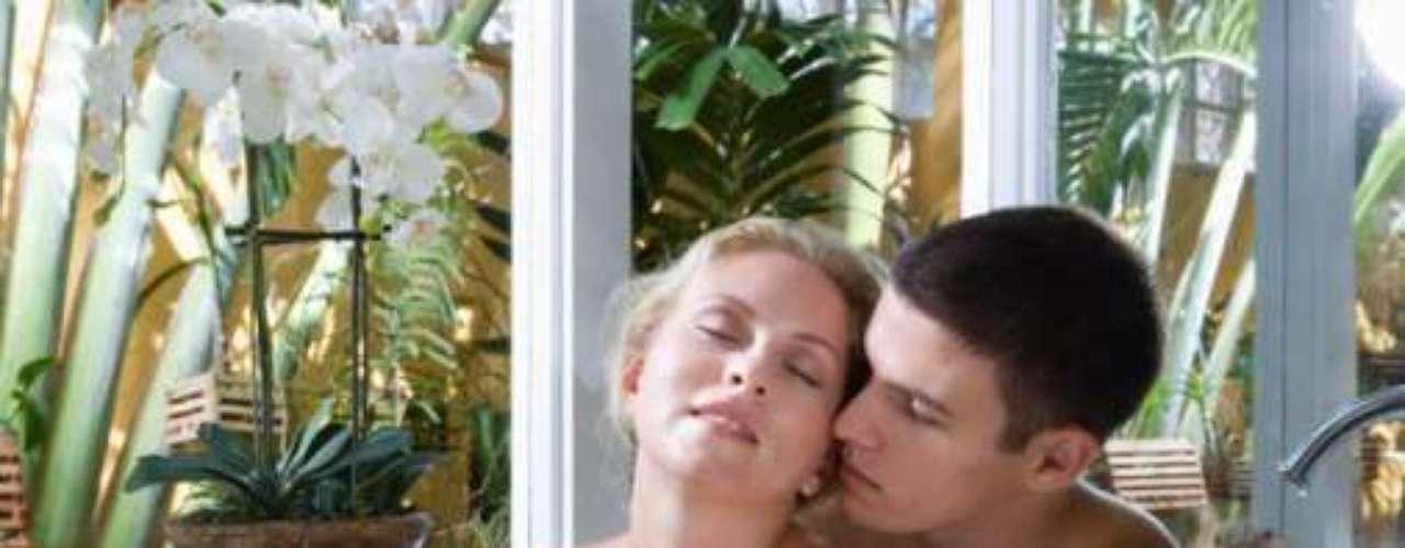 Enigmas sensuais: surpreenda seu parceiro deixando mensagens com códigos secretos ou com enigmas. Eles podem levar vocês dois à cena que você imaginou. Além de aumentar a sua expectativa para a hora de encontrá-lo, ele também terá prazer em reivindicar seu prêmio