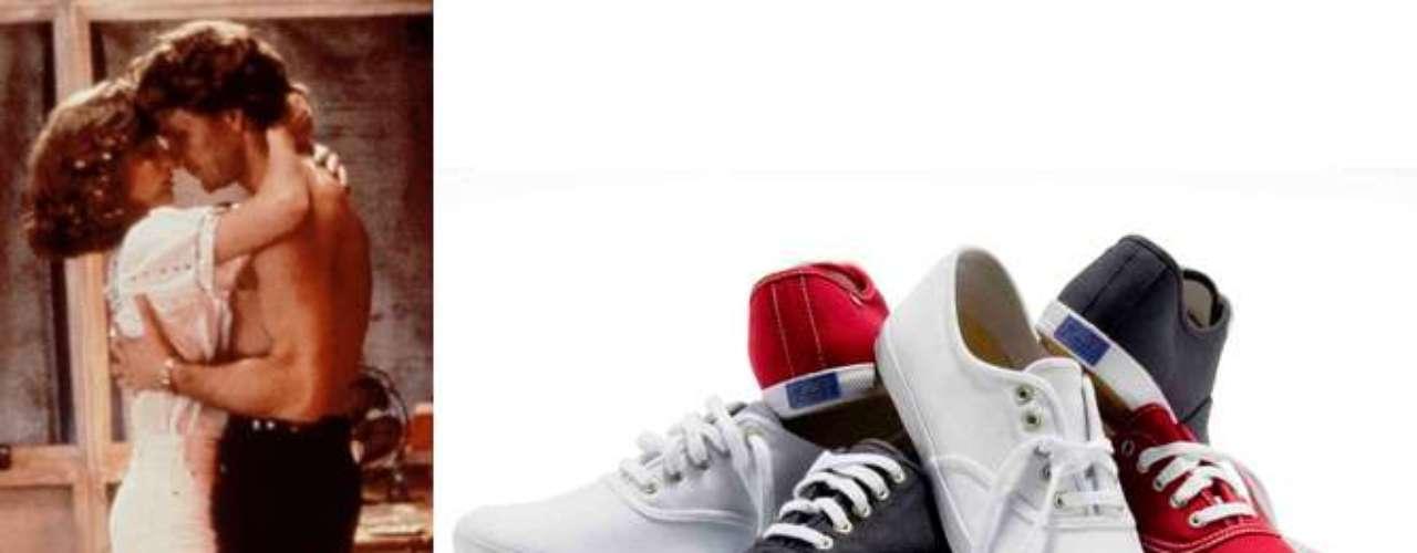 Keds:o Keds surgiu em 1916, mas, somente por volta de 1960, é que a marca começou a ganhar notoriedade. Nessa época, o modelo de tênis foi visto em grandes ícones da moda, como Audrey Hepburn, Marilyn Monroe e Jackie Kennedy, explica Isadora. Em 1987, o modelo voltou a se destacar depois de aparecer nos pés de Baby, a protagonista deDirty Dancing. Assim, na década de 1990, o Keds se consagrou por ser uma versão mais feminina e delicada do tênis. É um calçado extremamente confortável e charmoso, justifica Ana. Em 2013, a marca volta ao Brasil com mais variedade de cores, estampas e texturas. É retrô e as fashionistas podem misturá-lo com diferentes estilos, criando o efeito hi-lo, sugere Fernanda