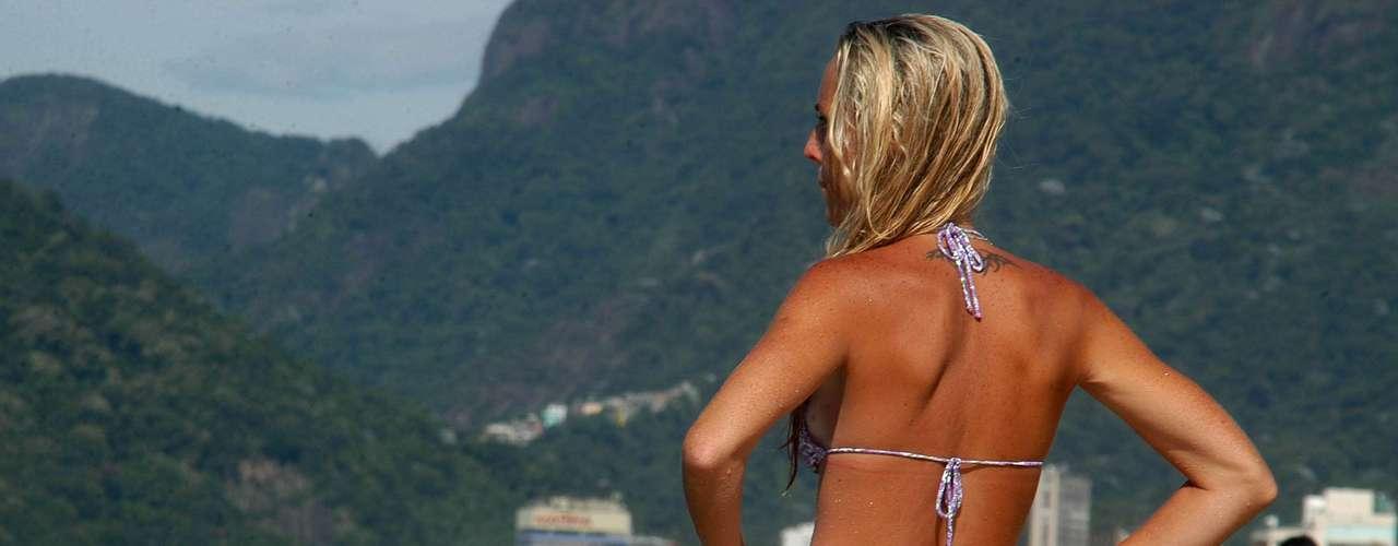 25 de janeiro -O dia foi de sol forte na praia de Ipanema, no Rio de Janeiro