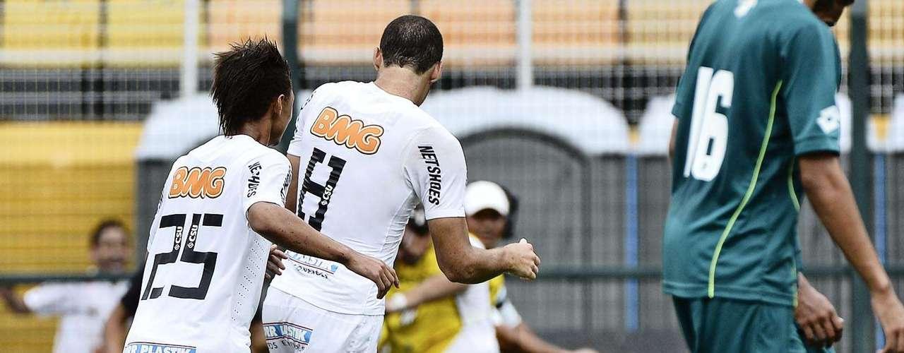 De pênalti, Pedro Castro abriu o placar para o Santos aos 35min do primeiro tempo