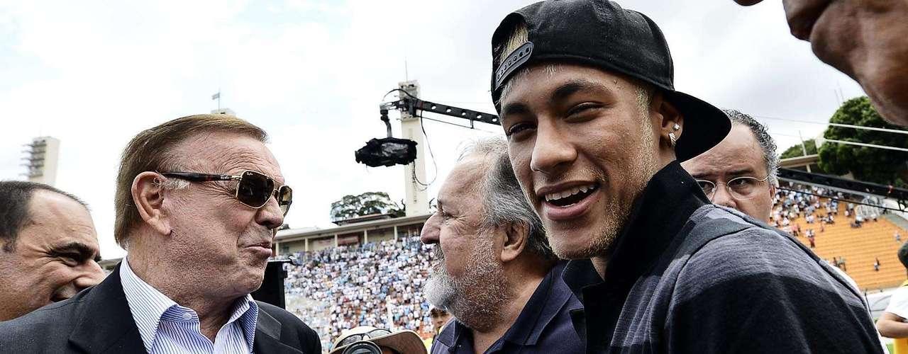 O presidente do Santos, Luis Álvaro de Oliveira Ribeiro, também conversou com Marin antes da cerimônia de premiação aos campeões da Copa São Paulo