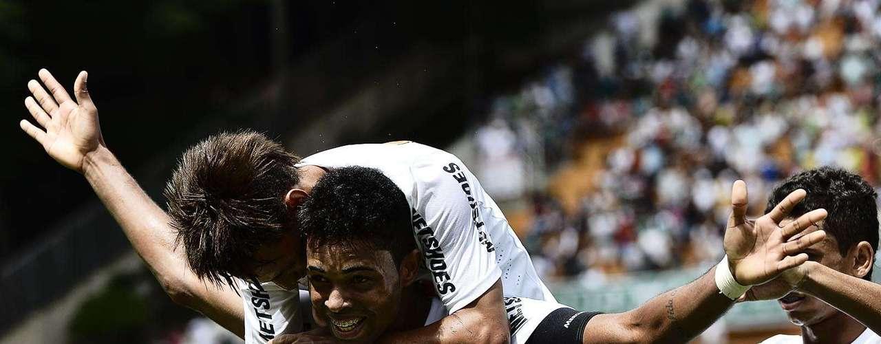 Artilheiro da equipe, Giva marcou o terceiro gol santista e garantiu o bicampeonato da Copa São Paulo