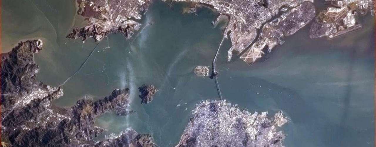 A ponte Golden Gate também foi registrada do espaço nesta quinta-feira. \