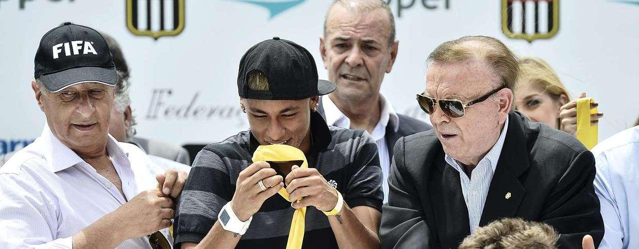 Grande astro da equipe principal, o atacante Neymar participou da cerimônia de premiação da Copa São Paulo