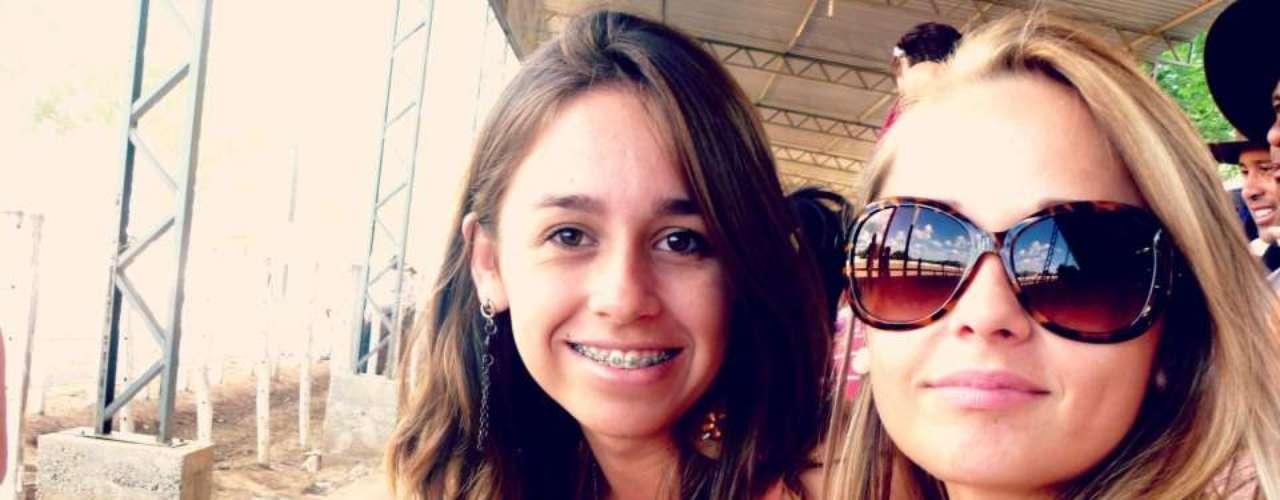 Louise Victoria Farias Brissow (esq.)estava na festa junto com sua irmã, Andressa Brissow, que também morreu. Nascida em 25 de janeiro, estudava na Universidade Federal de Santa Maria