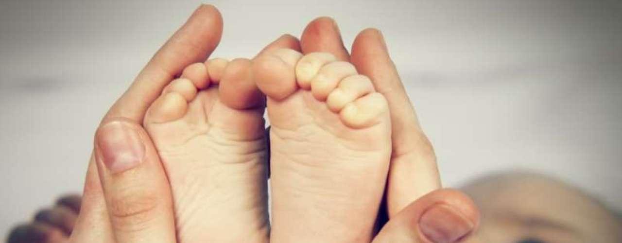 Para evitar infecções, o bicho do pé deve ser retirado com uma agulha esterilizada por um especialista