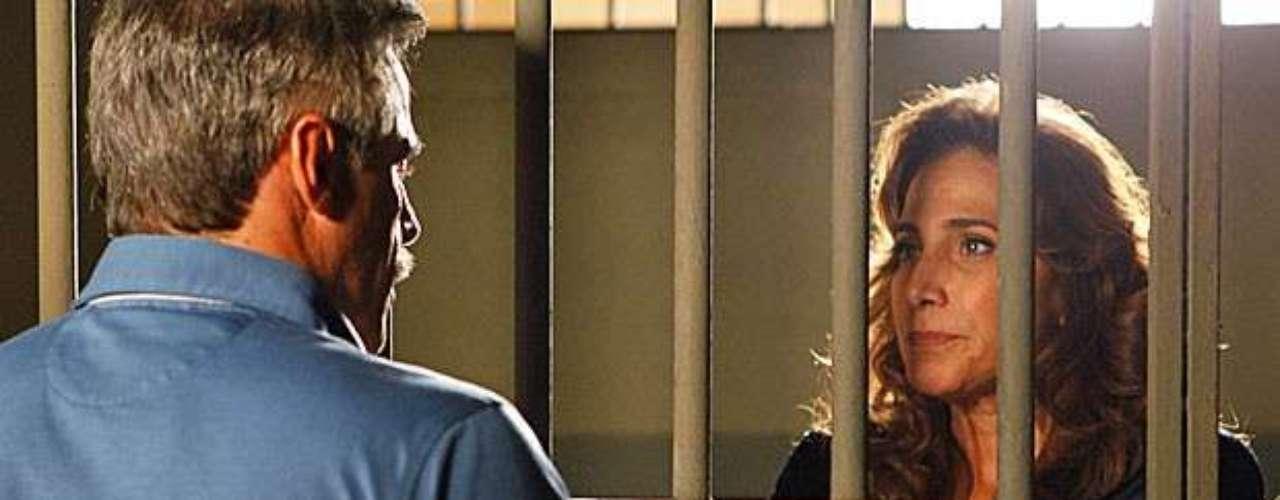 Wanda (Totia Meirelles) recebe a visita de Nunes (Oscar Magrini) na cadeia e se finge de inocente. O coronel cai no papo da ex-namorada e se oferece para pagar a fiança dela