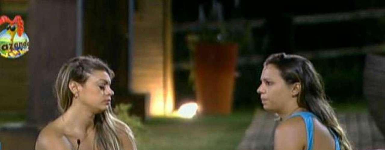 Apesar da forte amizades, Angelis e Manoella discutiram feio antes da eliminação da estilista