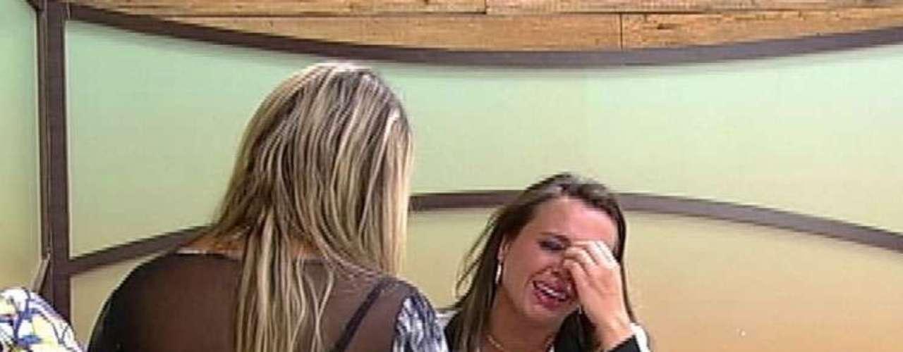 Angelis sofreu muito após a eliminação de Manoella e foi consolada por Ísis, com quem protagonizou um dos maiores barracos do reality