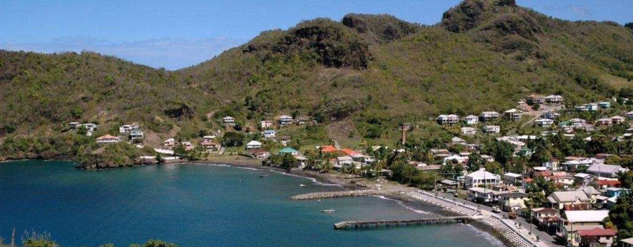 O arquipélago de St. Vincent e Granadinas é formado por mais de 600 ilhas e ilhotas que se encontram entre as mais exclusivas do Caribe. As ilhas Granadinas formam a parte norte do arquipélago, com destinos preservados e charmosos como as ilhas de Bequia, Canouan e Mustique, conhecida por ser destino de férias de celebridades como Mick Jagger. Os visitantes têm tranquilidade, romantismo e muito sol para curtir em resorts e vilas de luxo total