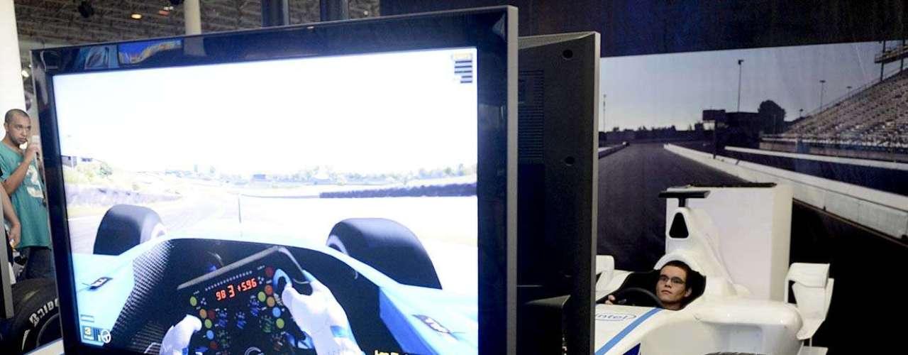 O público pode experimentar simuladores em jogos de videogame
