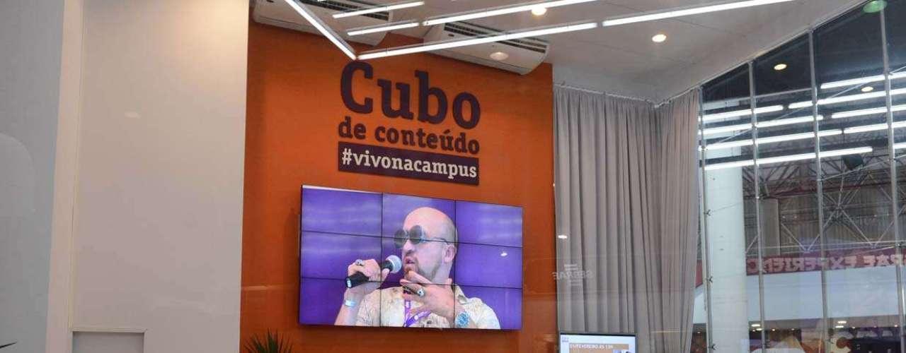 Algumas palestras são realizadas, com acesso livre do público