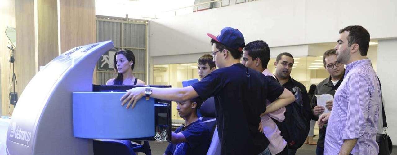 Vários tipos de simuladores estão na parte gratuita do evento