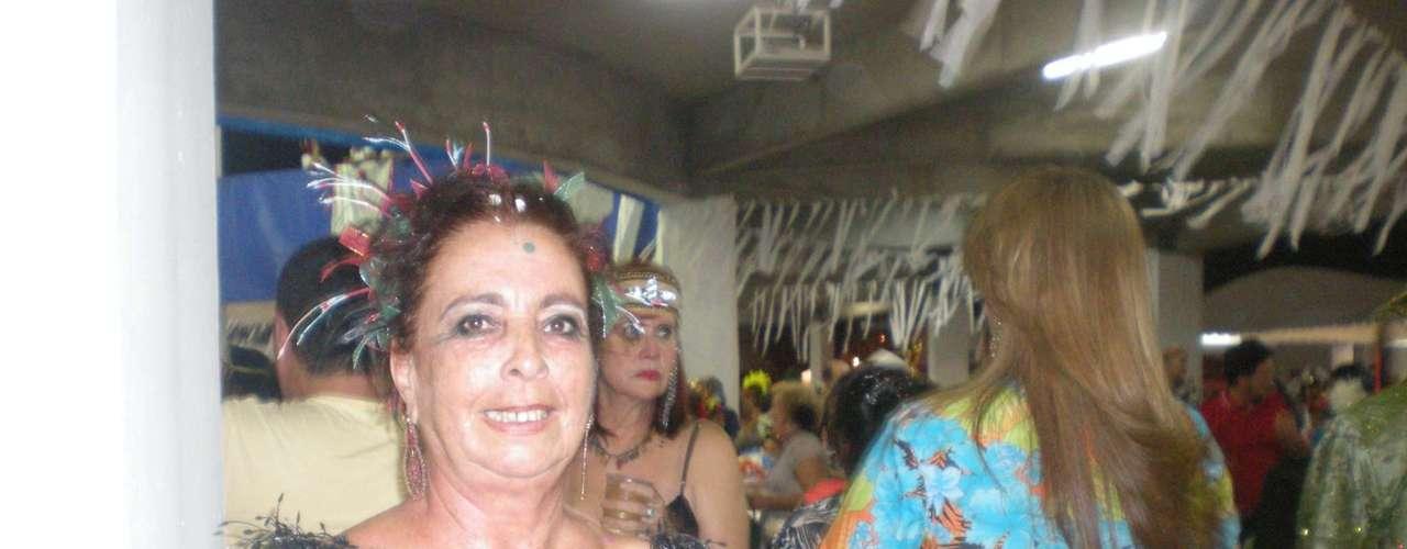 Menções aos antigos Carnavais em frevos-canção entoados por um coral de vozes femininas é a marca dos blocos líricos pernambucanos. Um dos mais conhecidos, o Bloco da Saudade, fez o seu 29º baile de Carnaval, na noite desta sexta-feira (1), no Clube Náutico Capibaribe. O clima era de Carnaval de antigamente, com os foliões dando volta pelo salão