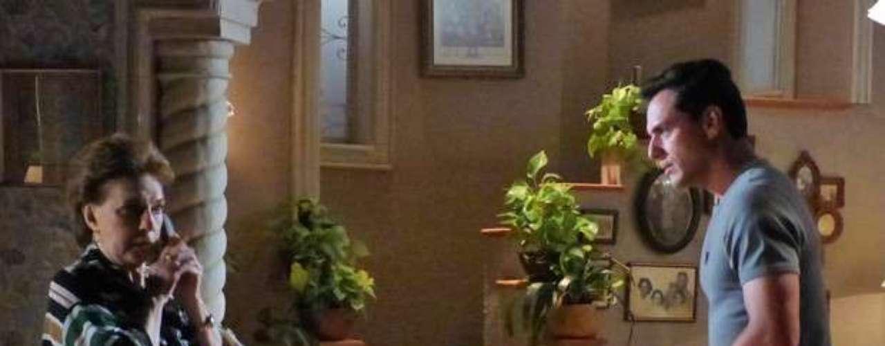 Sem entender nada, mas aliviada com o recado, a faxineira se sente na obrigação de avisar Théo (Rodrigo Lombardi) sobre a viagem da filha. Ao ligar para a casa do capitão, Áurea (Suzana Faini) atende e avisa que o filho pediu para deixar recado. Sim, ele está magoado de novo e não quer falar com a mãe da ex... Théo apenas pergunta o que Lucimar queria e a mãe dá a notícia: Morena foi para a Turquia