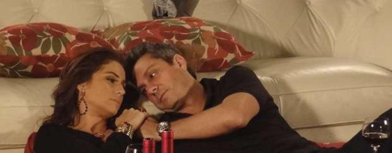 Helô (Giovanna Antonelli) e Stênio (Alexandre Nero) vão ficar juntos novamente. Creusa (Luci Pereira) arma um jantar romântico para os dois e, no final da noite, eles se beijam e passam a noite juntos