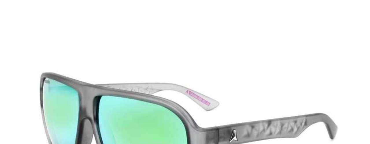 As Óticas Carol oferecem óculos de lente espelhada da Absurda por R$ 290 (até 12/02). Informações: (11) 3528-9300
