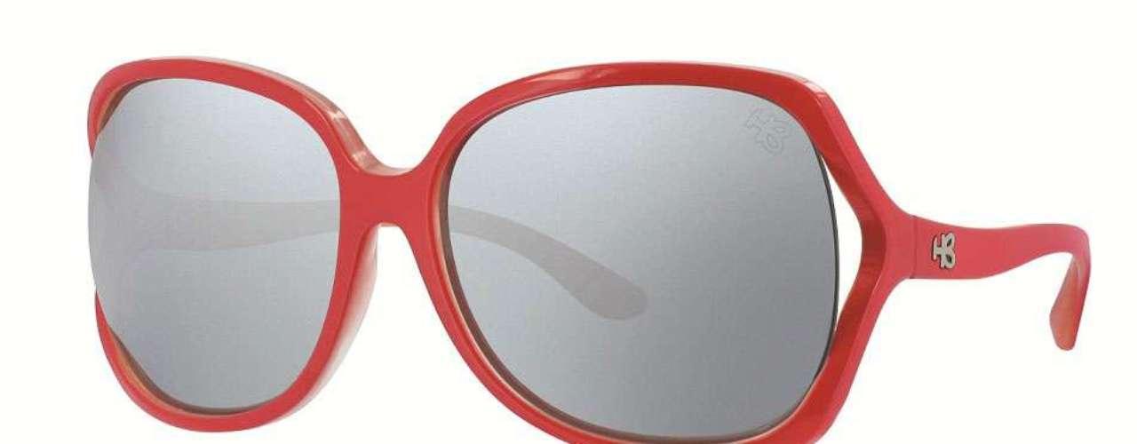 Óculos vermelhos com lentes espelhadas da HB. Preço: R$ 249. Informações: (11) 4591-8610