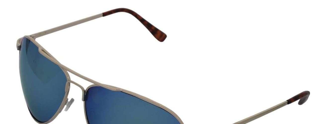 Óculos modelo aviador de lente azul espelhada, da Espaço Fechado. Preço: R$ 108. Informações: (11) 4977-7900