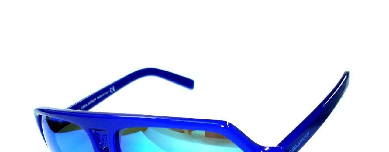 A opção de armação azul é da DSQuared2, disponível na Bless Optical. Preço: R$ 690. Informações: (11) 5531-3479