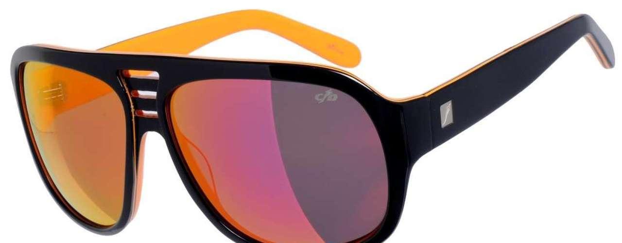 A Chilli Beans oferece óculos espelhados comarmação preta. Preço: R$ 218. Informações: (11) 3818-3030