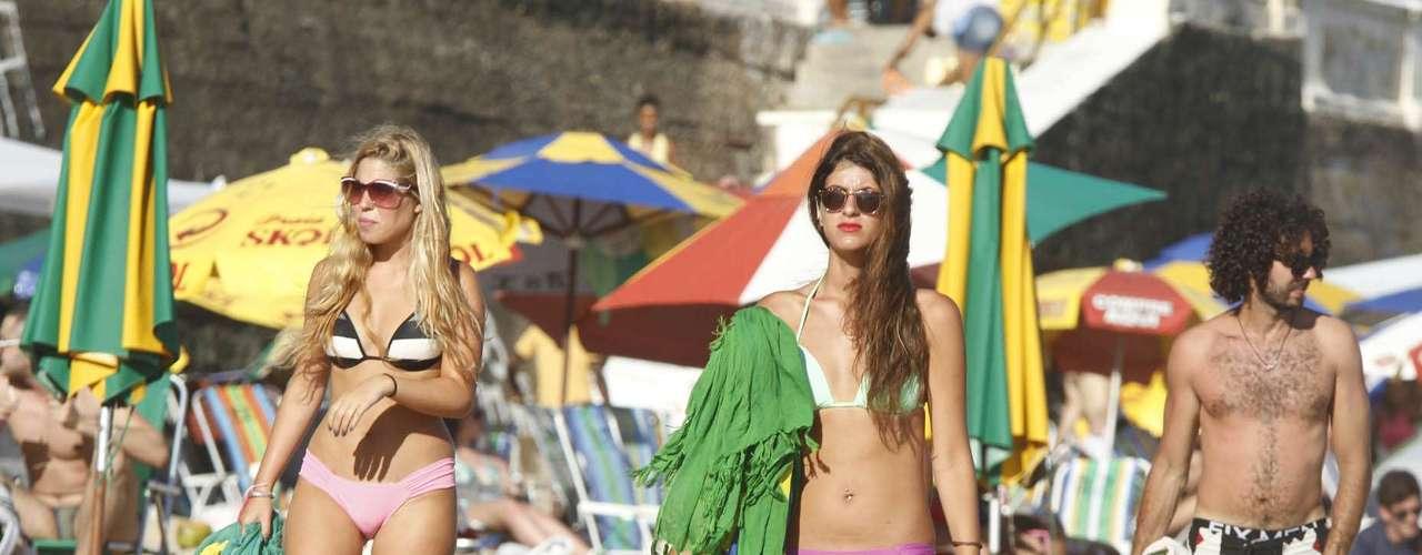 7 de fevereiro:Banhistas se refrescam na Praia da Barra antes de cair na folia do Carnaval de Salvador