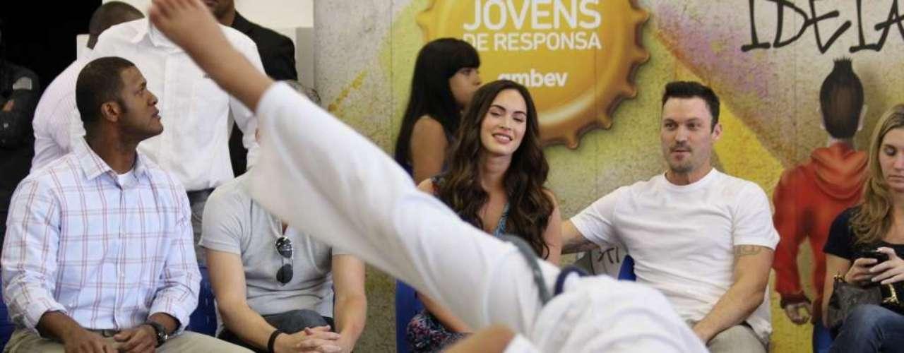 Megan Fox foi conhecer neste sábado o projeto Jovens de Responsa na associação de moradores de Heliópolis