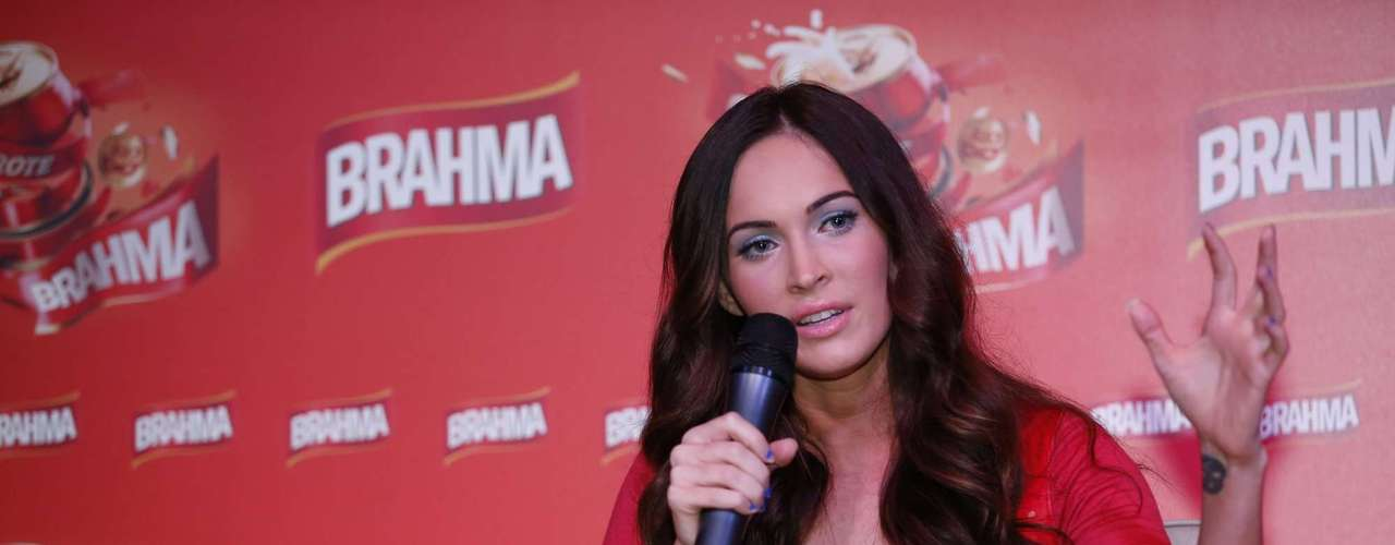 Megan Fox durante coletiva de imprensa do Carnaval 2013