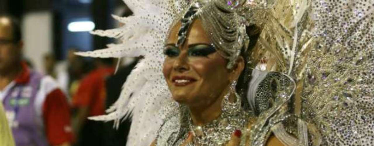 Atriz e modelo Viviane Araújo é a rainha de bateria da Salgueiro