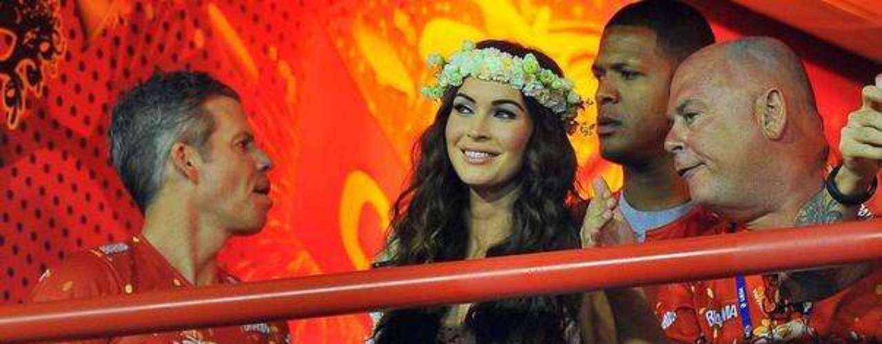 Megan Fox foi uma das estrelas internacionais mais cobiçadas no Carnaval 2013. A atriz foi a principal atração do Camarote Brahma na Marquês de Sapucaí, no Rio de Janeiro