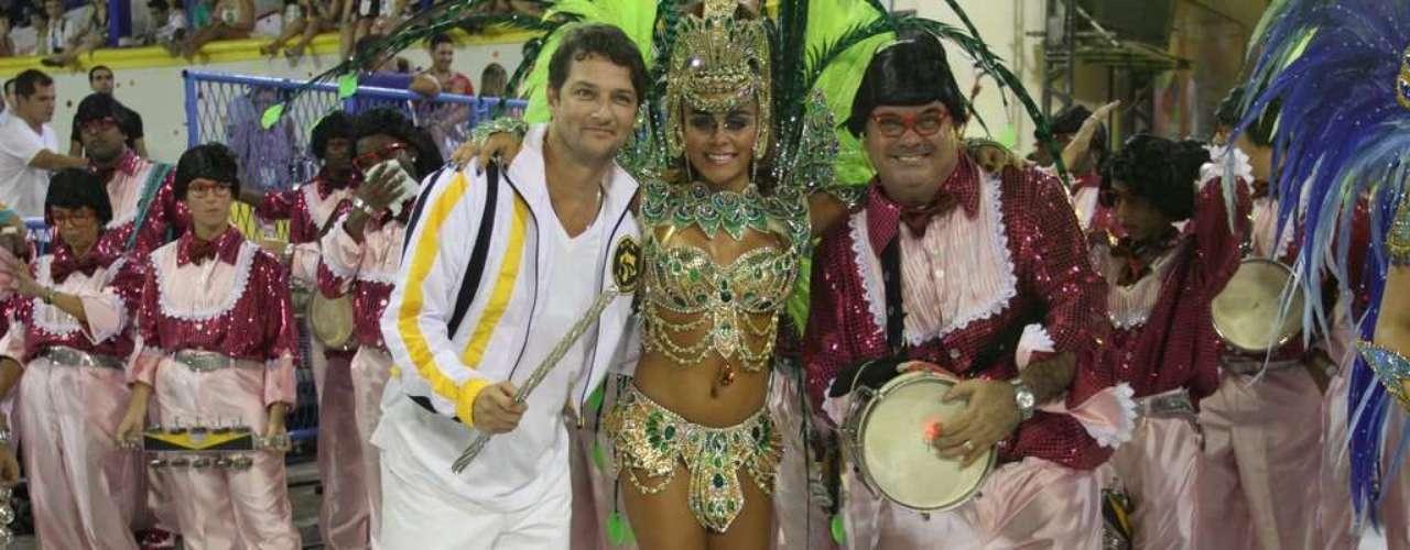 Ator Marcelo Serrado participou do desfile da São Clemente